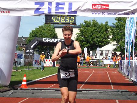 Zieleinlauf als Deutsche Meisterin Duathlon Langdistanz (Altersklasse W30)