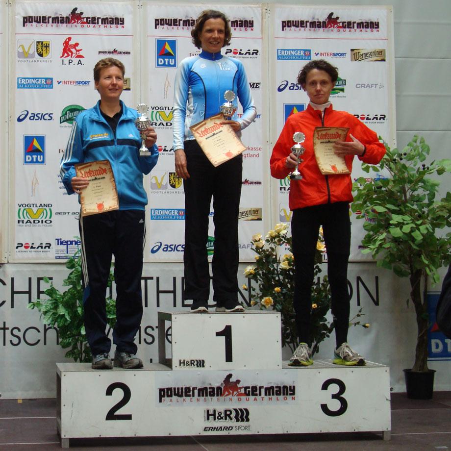 Katrin Burow belegt den 2. Platz der Gesamtwertung Frauen beim 7,5 km Lauf in Falkenstein am 26.05.2013