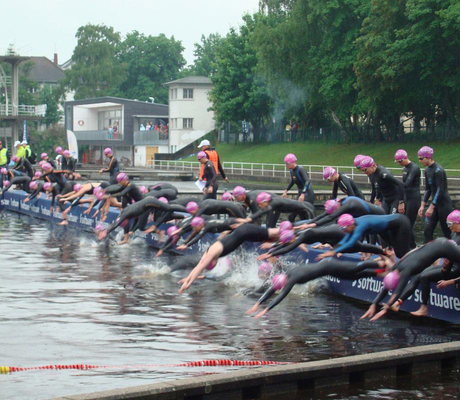 Schwimmstart bei der DM Triathlon Sprintdistanz in Darmstadt am 09.06.2013