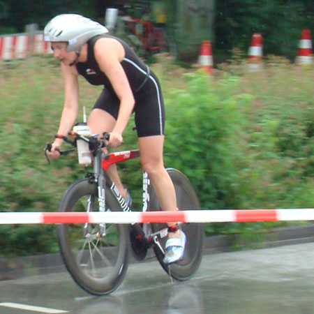 Katrin Burow auf der Radstrecke bei der DM Triathlon Sprintdistanz in Darmstadt am 09.06.2013