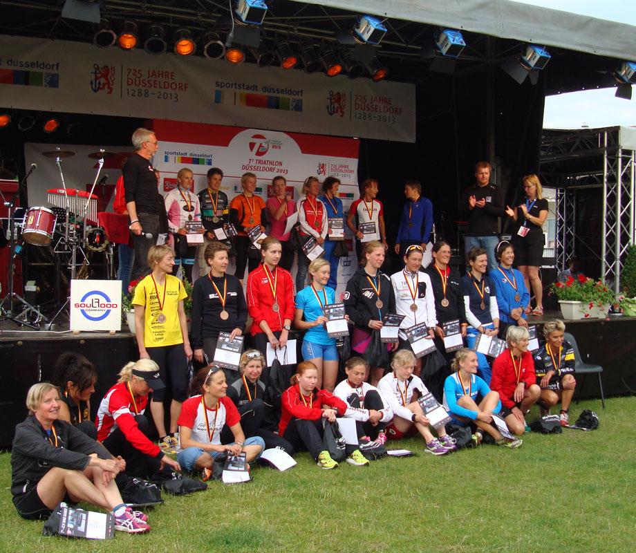 Siegerehrung bei der DM Triathlon olympische Distanz in Düsseldorf 2013