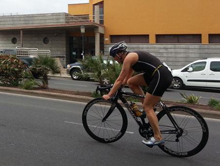 Katrin Burow auf der Radstrecke des Triathlon Isla de Fuerteventura in Corralejo am 07.04.2013
