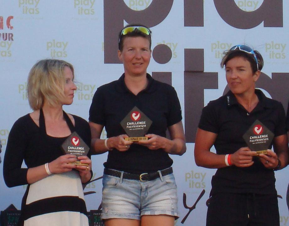 Katrin Burow belegt den 2. Platz in der Altersklasse 35 beim Challenge Fuerteventura am 13.04.2013