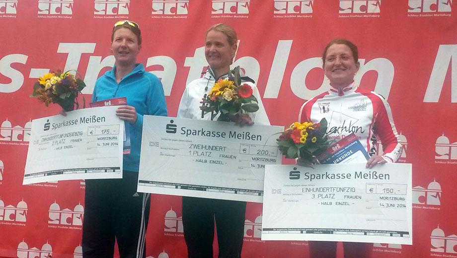 Katrin Burow belegt den 2. Platz in der Gesamtwertung aller Frauen beim Schlosstriathlon in Moritzburg am 14.06.2014