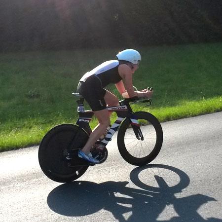 Katrin Burow auf der Radstrecke des IRONMAN Austria in Klagenfurt am 29.06.2014