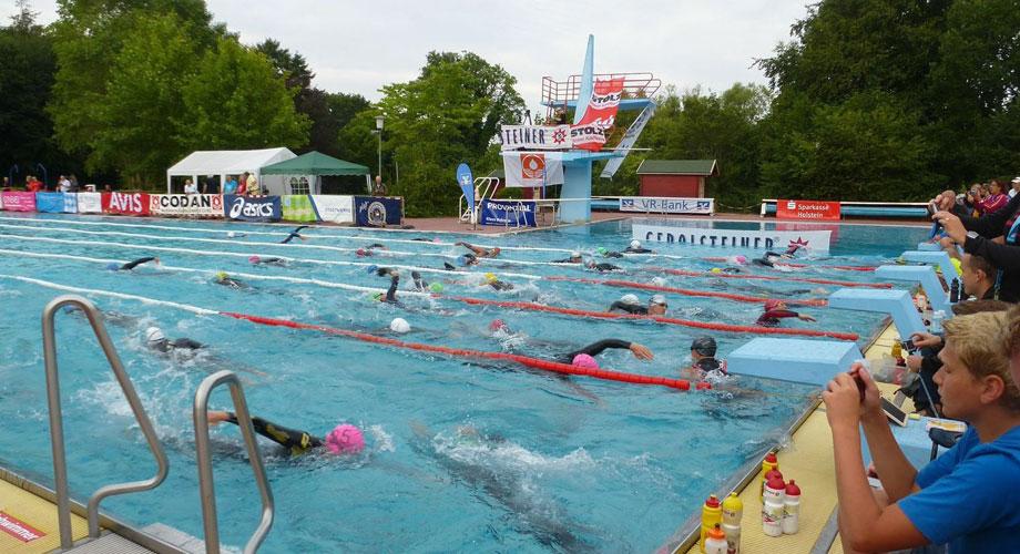 Schwimmen im Waldschwimmbad Lensahn bei der WM in Triple Ultra Triathlon 2014