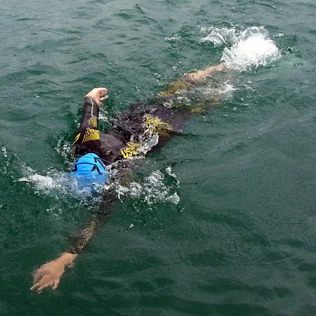 Katrin Burow beim Schwimmen bei der WM Double Ultra Triathlon in Slowenien 2014