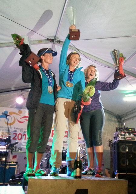 Siegerehrung der Weltmeisterin Katrin Burow bei der WM Double Ultra Triathlon in Slowenien 2014