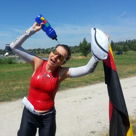 Gleich geschafft: Die letzte Laufrunde von Katrin Burow bei der Weltmeisterschaft im Double Ultra Triathlon in Velence / Ungarn am 04.07.2015