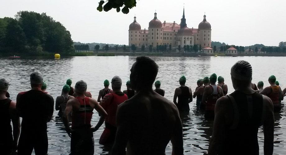 Schwimmstart beim Schlosstriathlon Moritzburg am 13.06.2015