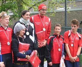 Katrin Burow (2. von rechts) belegt den 3. Platz in der Elite Frauen beim Viviman Powersprint Triathlon in Berlin