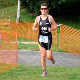 Katrin Burow belegt den 2. Platz bei der Deutschen Meisterschaft im Quadrathlon auf der Sprintdistanz am Bergsee Ratscher 2010