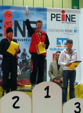 Katrin Burow wird Deutsche Meisterin in der Altersklasse W30 bei der Deutschen Meisterschaft im Triathlon auf der Kurzdistanz in Peine 2010