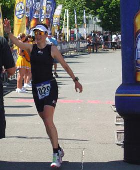 Katrin Burow wird Deutsche Vizemeisterin in der Altersklasse W30 bei der Deutschen Meisterschaft im Triathlon auf der Mitteldistanz in Kulmbach 2010