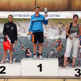 Katrin Burow gewinnt den Cottbuser Messe-Triathlon 2011