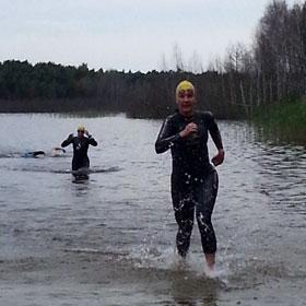 Katrin Burow Gesamtsiegerin beim 750 m Freiwasser-Schwimmen am Briesensee 2013
