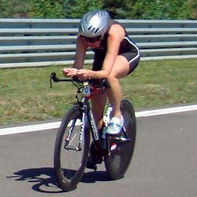 Katrin Burow beim 17 km Rad-Einzelzeitfahren in Klettwitz