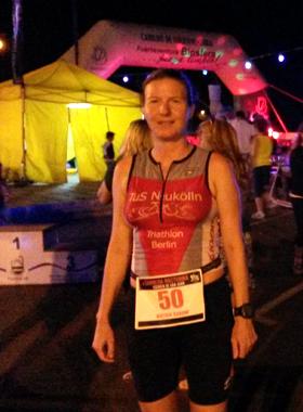 Katrin Burow belegt den 2. Platz in der Altersklasse beim Nachtlauf in Gran Tarajal am 25.06.2016