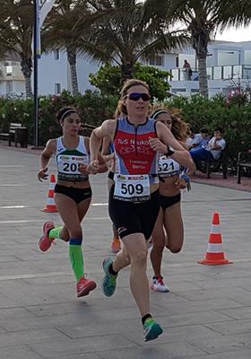 Katrin Burow auf dem Weg zum 2. Platz beim Meilenlauf in Tarajalejo am 05.05.2017