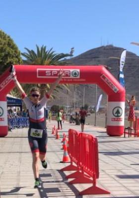 Katrin Burow belegt den 3. Platz beim Triathlon Gran Tarajal auf Fuerteventura 2020 auf der olympischen Distanz