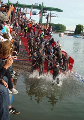 Schwimmstart beim TriStar111 Germany in Worms am 29.05.2011
