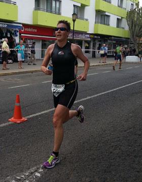 Katrin Burow auf der Laufstrecke beim Triathlon Isla de Fuerteventura in Corralejo am 07.04.2013