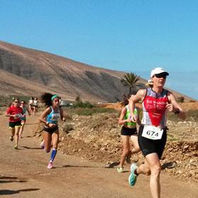 Katrin Burow belegt den 1. Platz in der Altersklasse 35 beim Crosslauf in Pajara 2015