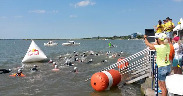 Schwimmen bei der Weltmeisterschaft im Double Ultra Triathlon in Velence / Ungarn am 03.07.2015